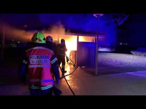 Voldsom containerbrand i skur på Skovvejen i Slagelse