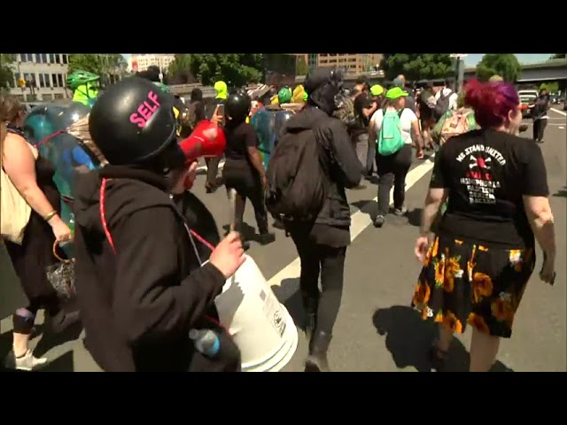 heavy-police-presence-at-rally-in-portland