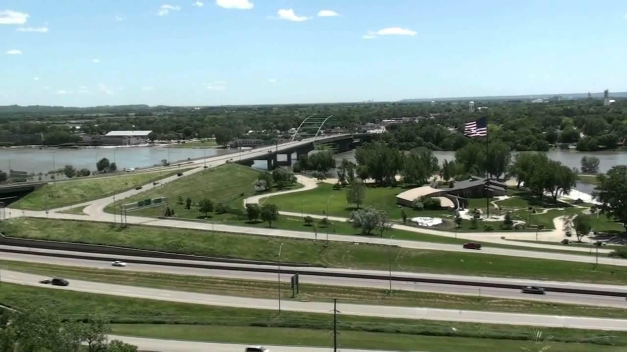 6 15 11 missouri river flood sioux city riverfront ymca big soo hilton garden inn youtube for Hilton garden inn sioux city riverfront