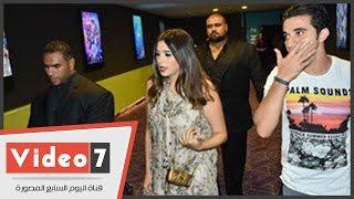"""بالفيديو.. ياسمين عبد العزيز تحضر فيلم """"أبو شنب"""" مع الجمهور فى سيتى ستارز"""