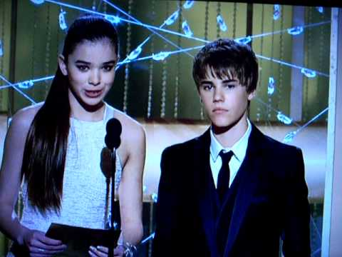Hailee Steinfeld and Justin Bieber. Golden Globes. Toy Story WINS