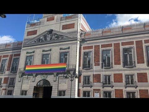 La Puerta del Sol se ilumina con el arcoíris gay