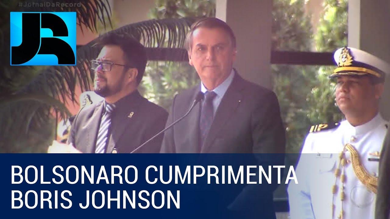 Bolsonaro cumprimenta Boris Johnson pela vitória nas eleições no Reino Unido