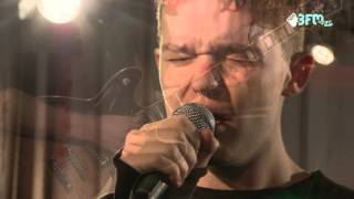 "Saveus - ""The Maze"" - live @ 3FM On Stage - ESNS 2016"