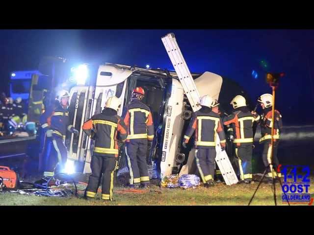 Persoon aangereden door vrachtwagen op N332 in Laren Gld