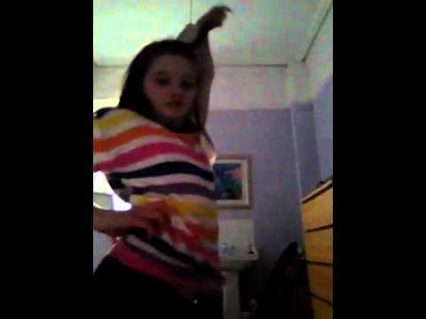 Two tiny Tweens comedy dancing - YouTube