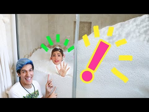 WE TURNED OUR BATHROOM INTO A CHRISTMAS MOUNTAIN   LOS POLINESIOS VLOGS