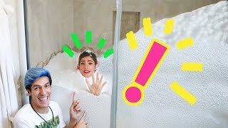 WE TURNED OUR BATHROOM INTO A CHRISTMAS MOUNTAIN | LOS POLINESIOS VLOGS