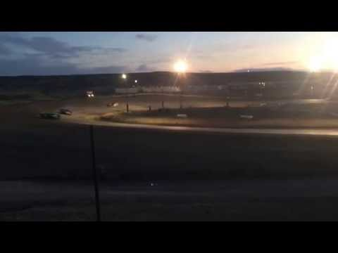 8/27/2016 Gillette Thunder Speedway heat race (outside)