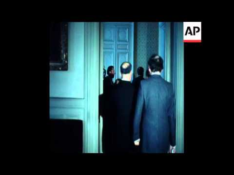 SYND 9 3 76 FOREIGN MINISTER OF LEBANON MEETS WITH FRENCH FOREIGN MINISTER IN PARIS