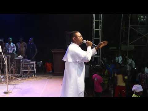Download Evang. DARE MELODY at it's peak in an open concert