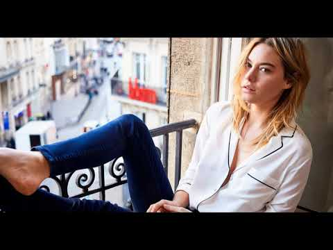 Camille Rowe Street wear / Street Snap / Fashion Recommend to you