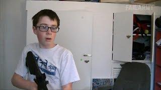 Junge schießt mit Softair auf Monitor !