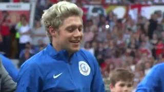 Soccer Aid 5/6/16 Niall shaking hands & giving hugs
