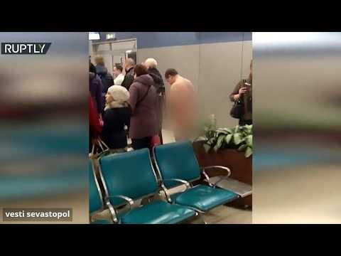 شاهد: راكب عار يحاول الصعود على متن طائرة في مطار بموسكو  - نشر قبل 19 دقيقة