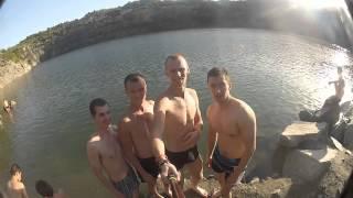 Прыжки в воду,съемка видео на гранитном карьере Заречный г.Кривой рог