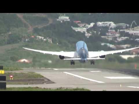 Crazy Steep St. Maarten SXM 787 Dreamliner Takeoff