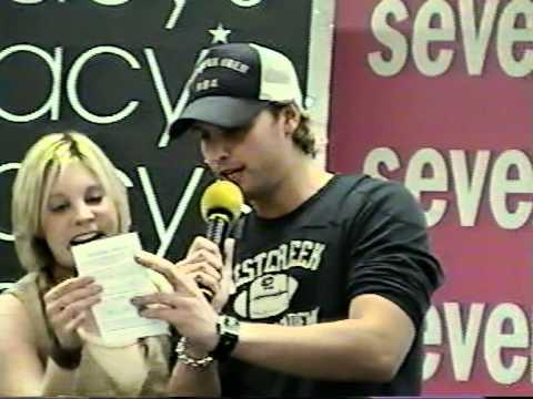 Rich Cronin at macy's in orlando fl 2004 .... bettter video