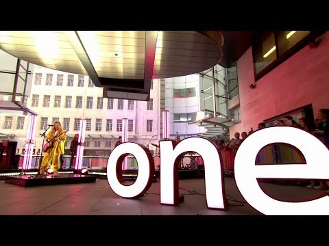 "Ellie Goulding ""Sixteen"" Live - The One Show - BBC One"