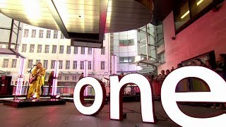 """Gambar cover Ellie Goulding """"Sixteen"""" live - The One Show - BBC One"""