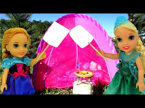 CAMPING ! ELSA & Anna Toddlers - Toy bear - Marshmallow - Tent- Picnic- Outdoors - Playing
