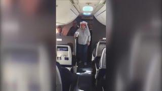 Flight Attendants Celebrate Couple's 40th Anniversary Aboard Plane