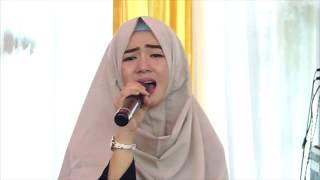 Penyanyinya Cantik Luar Dalam