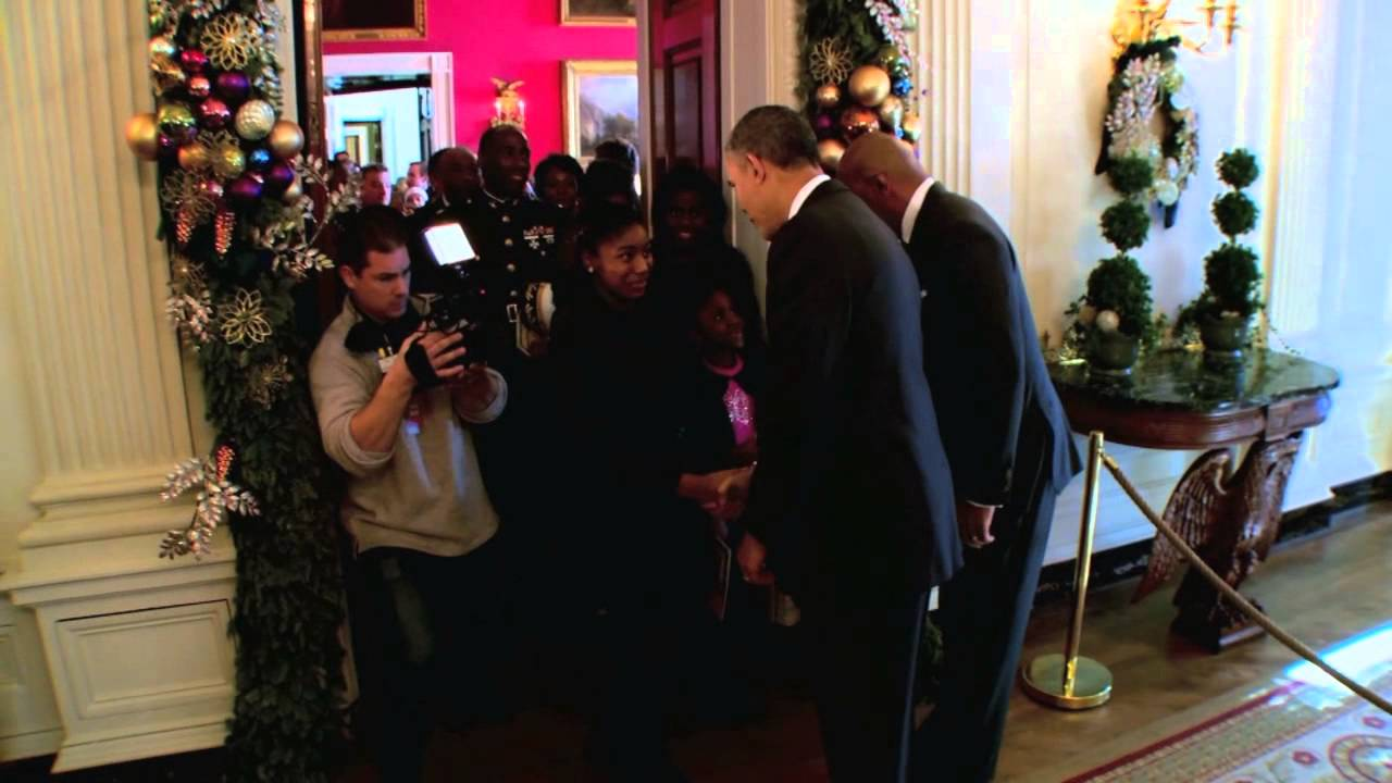 Steve Harvey Christmas Tree.Steve Harvey President Obama Surprise White House Tour Group