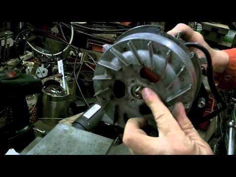Montage motor van een Solex, model OTO.