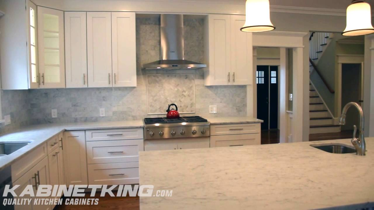 Starmark La Fontaine Kitchen Cabinets