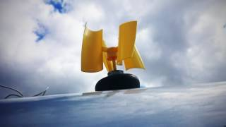Micro wind turbine with vertical axis blades