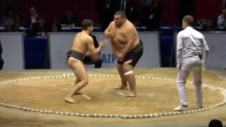Кто победит, маленький самбист или большой боец сумо?