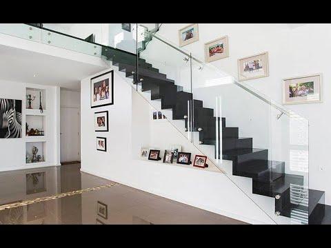 Mẫu cầu thang dọc sát tường cho nhà ống hiện đại tiết kiệm diện tích