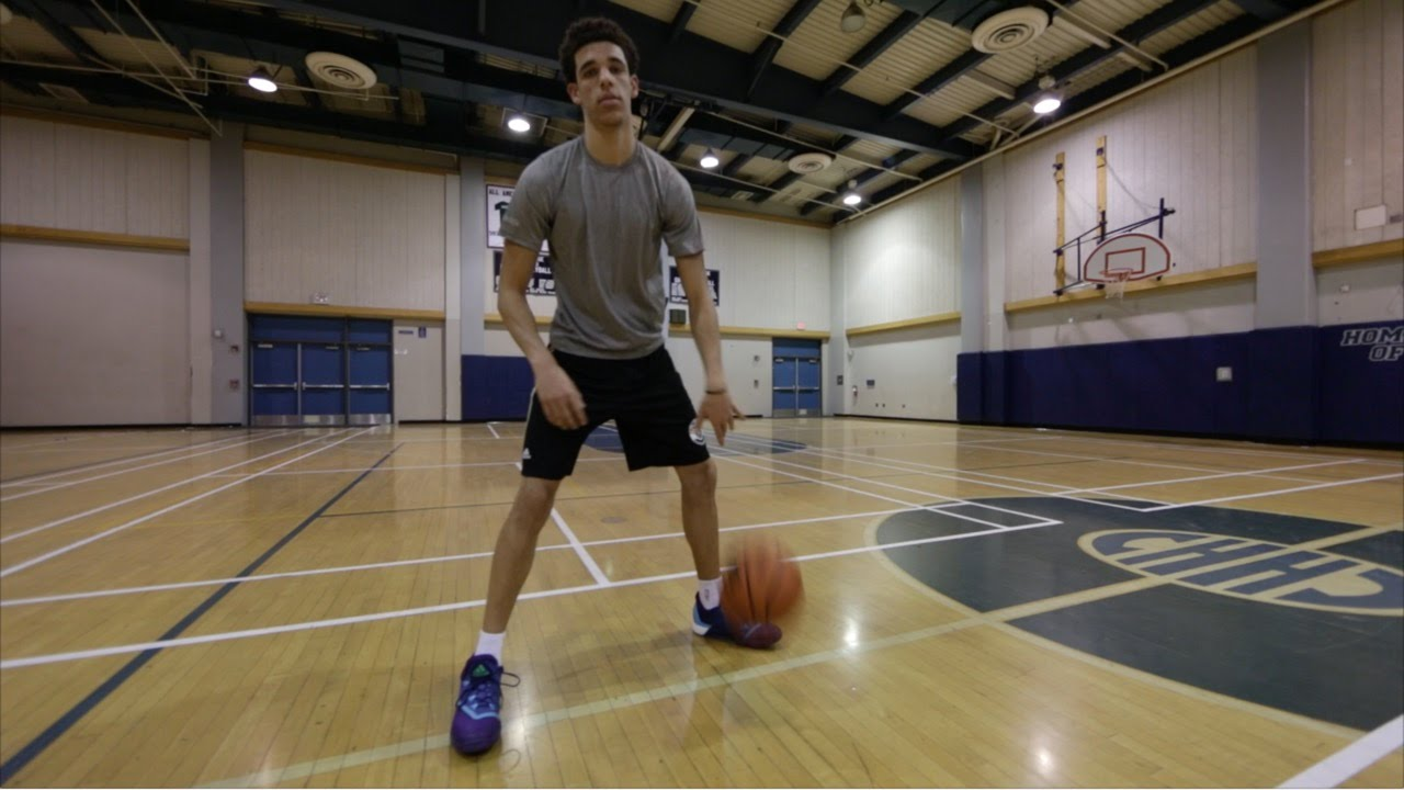 Report: Lonzo Ball's father seeking signature shoe deal, shoe would have $200 price tag