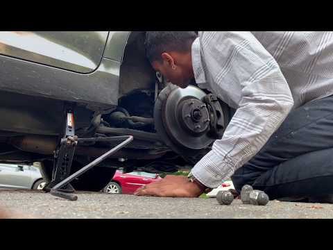 toyota-camry-2015-hybrid-on-the-road-tire-change-(click-desc-for-easy-instructions)