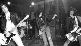 Ramones - I Can't Give You Anything (Live)