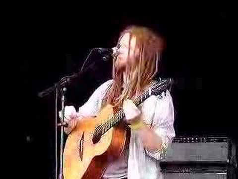 Newton Faulkner - Teardrop (Comical intro: Rusted Root)