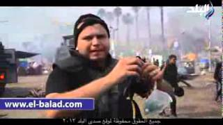 ظابط شرطة يعرض اسلحة الاخوان الموجودة في فض  رابعة 