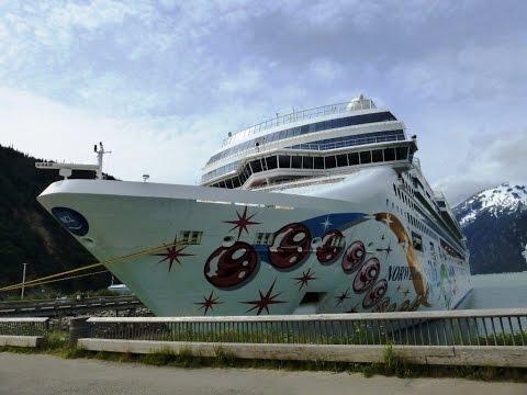 Cruise Ship Norwegian Pearl - Alaska Glacier Bay Voyage