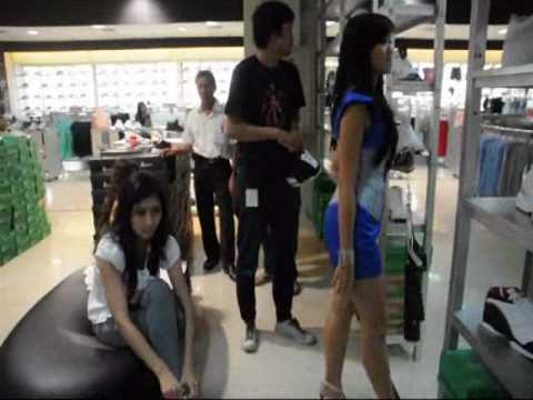Model Muda Tv - Miss Jakarta Fair 2010  Backstage Fitting Clothes -Sign up Now www.modelmuda.com