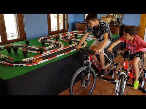 Circuito Scalextric con bicicletas  eventos/ Electricity Generating Bikes  / Cycle Scalextric