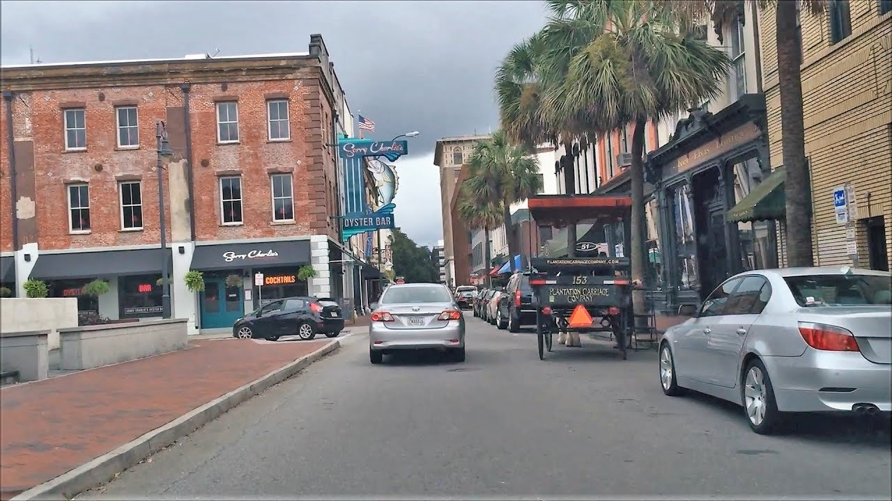 Driving Downtown - Savannah - USA - YouTube on