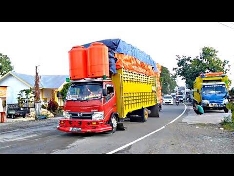 Truck Sulawesi Truk Telolet Muatan Besar Dan Panjang Trans Sulawesi Poros Makassar Bone Youtube