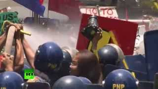 Video: Anti-Obama protest water-cannoned in Manila, Philippines