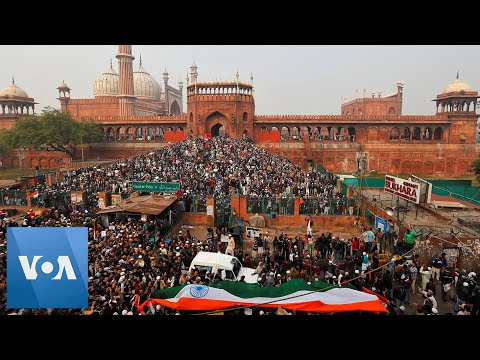 People Gather at New Delhi's Jama Masjid Mosque to Protest Citizenship Law