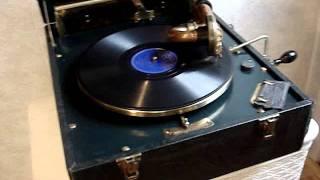 RCA Victor VV 2-65 Portable Victrola