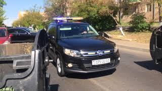 Քաղաքացիները և ոստիկանները Հալաբյան փողոցում