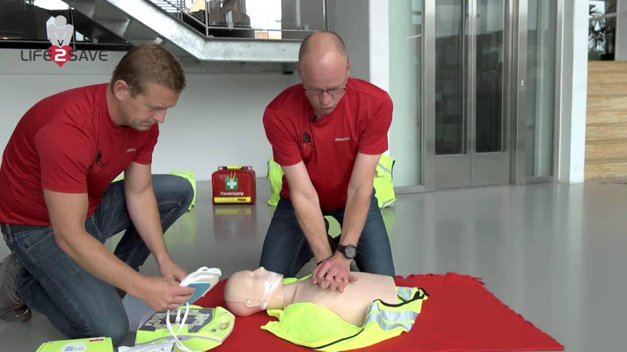 Brug hjertestarter - sådan bruges en hjertestarter. - YouTube