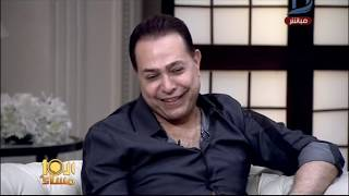 بالفيديو- حكيم  يعتذر عن وضع قدمه على آية قرآنية فى أحد الكليبات