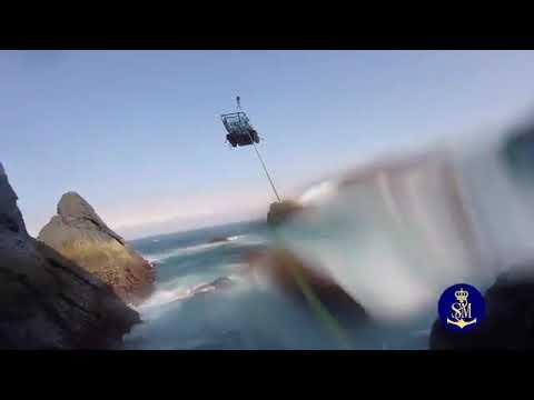 Las impresionantes imágenes del rescate de un percebeiro en Cedeira